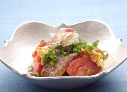 大和牛・トマト・卵の中華風炒め 花みょうがを添えて