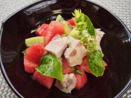 スイカと豚肉ソテーのサラダ