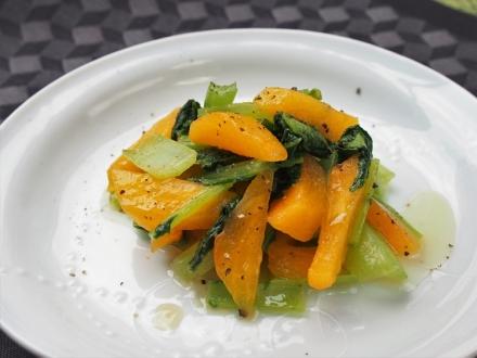 大和まなと柿の炒め物